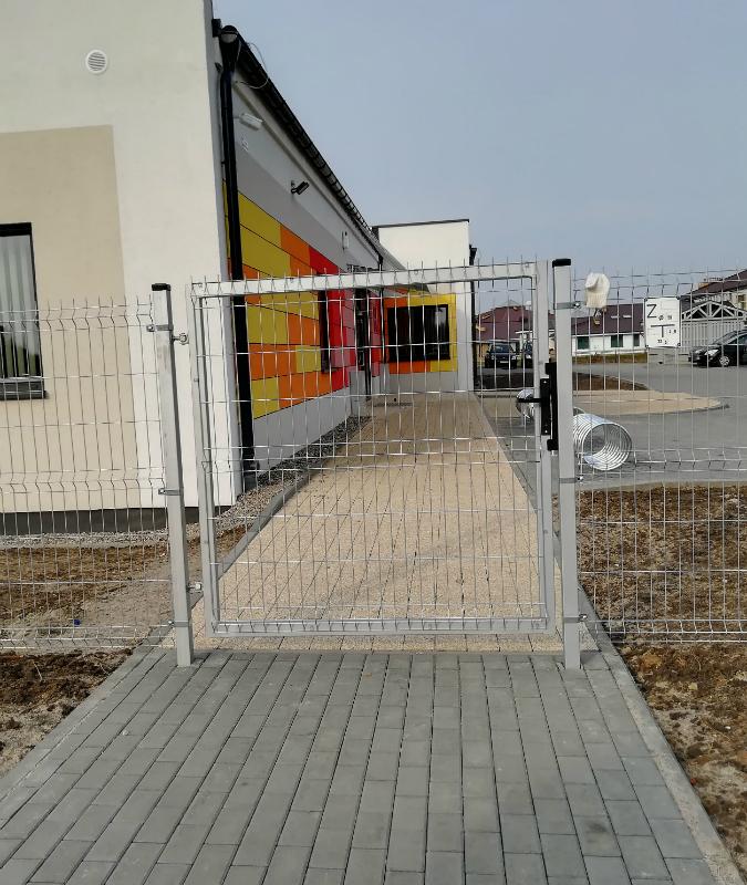 Mammutzaun.de - Tore, Pforten und Zusatzausstattung